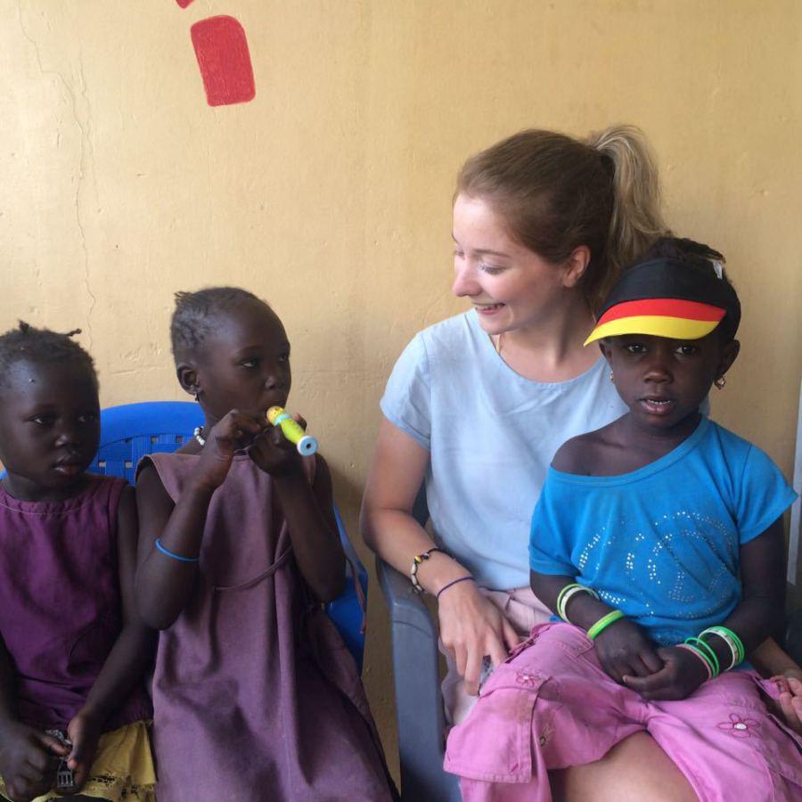 Kinder in der Krankenstation im Savannendorf N'dollor